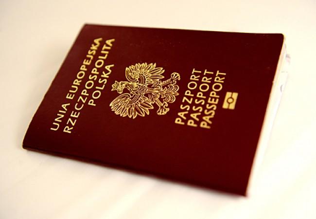 Warszawa 09.12.2010. Paszport - Unia Europejska Rzeczpospolita Polska. /bpt/    PAP/Jacek Turczyk